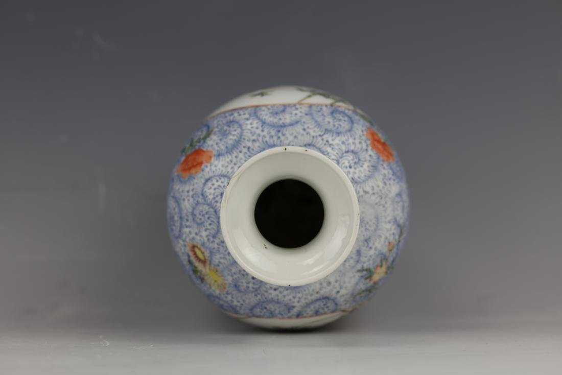 A Chinese Famille Rose Porcelain Vase With Qianlong - 8