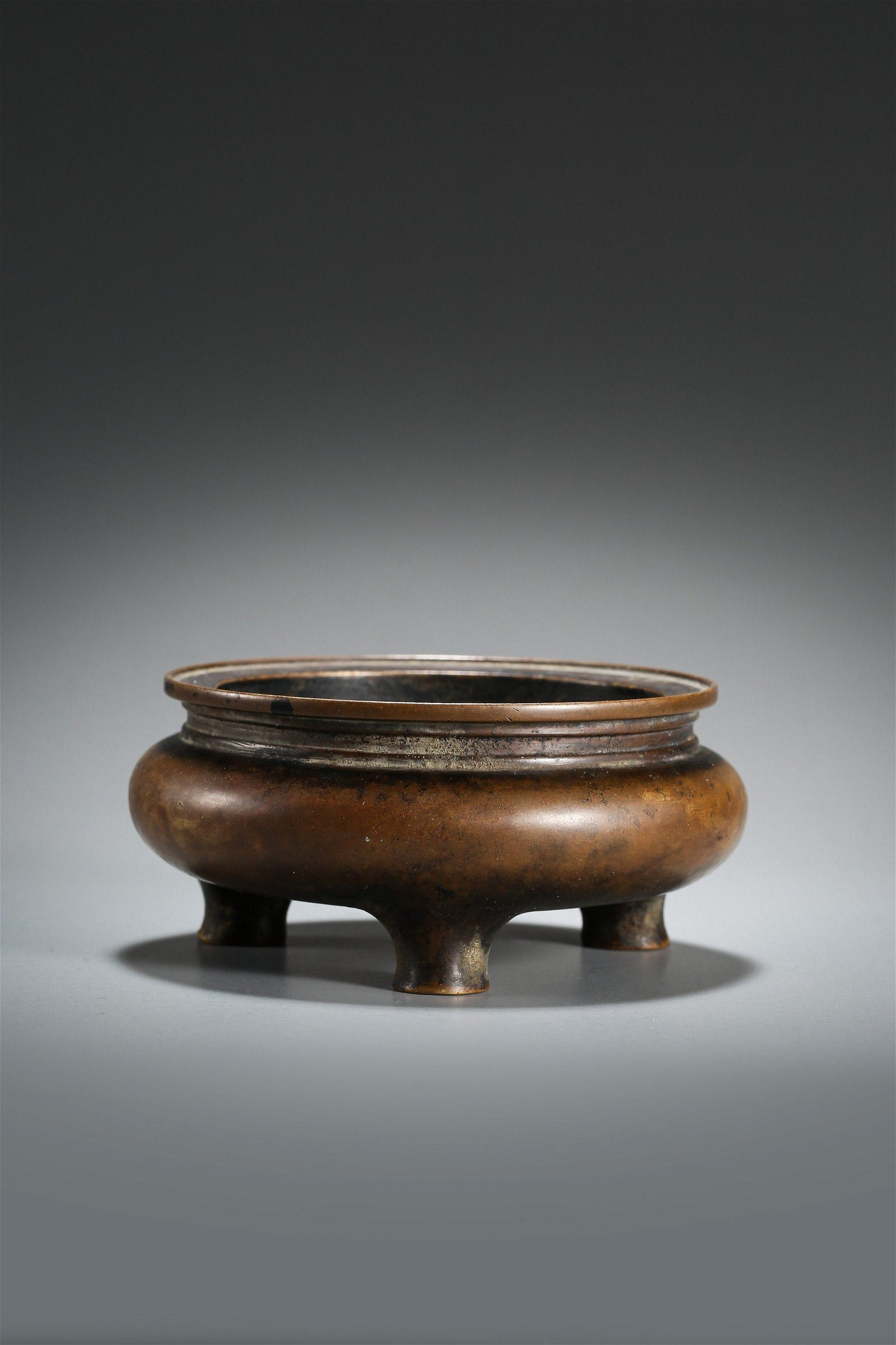 A Bronze Tripod Censer with Xuande Mark Qing Dynasty