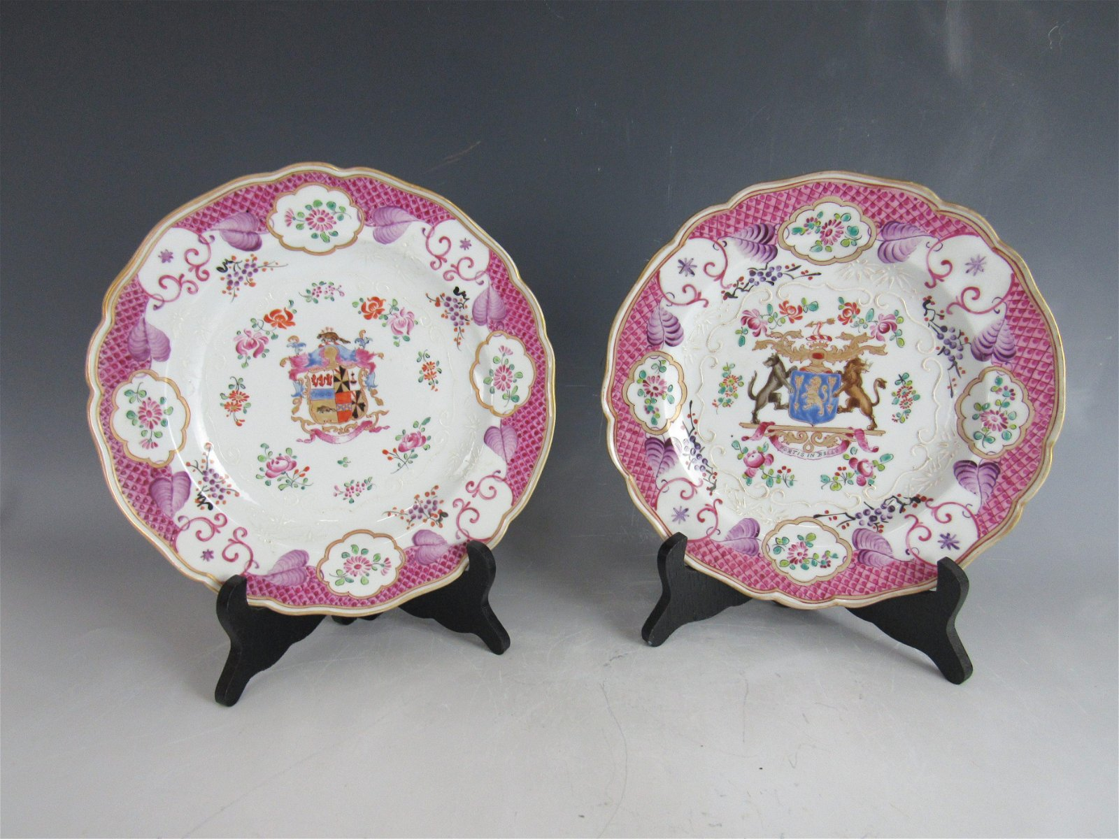 A Group of 2 Chinese Export Porcelain Plate