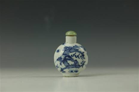 A DRAGON Moonflask Blue and White Snuffle Bottle with