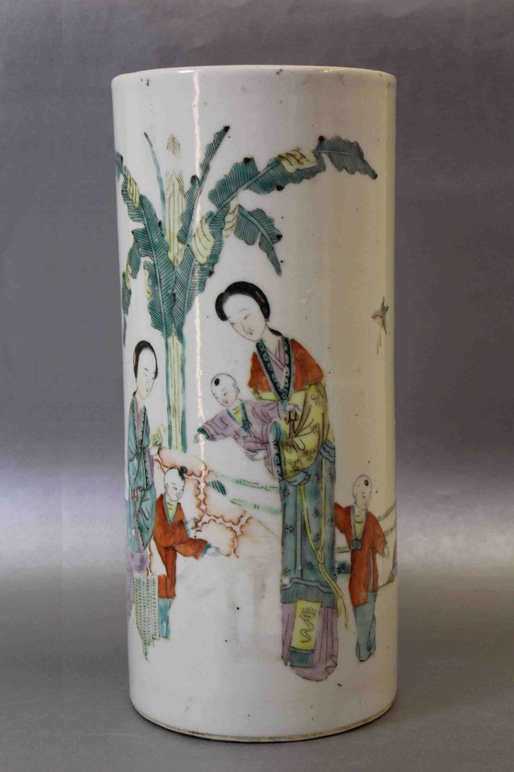 A Chinese Late Qing Dynasty Porcelain Hat Stand
