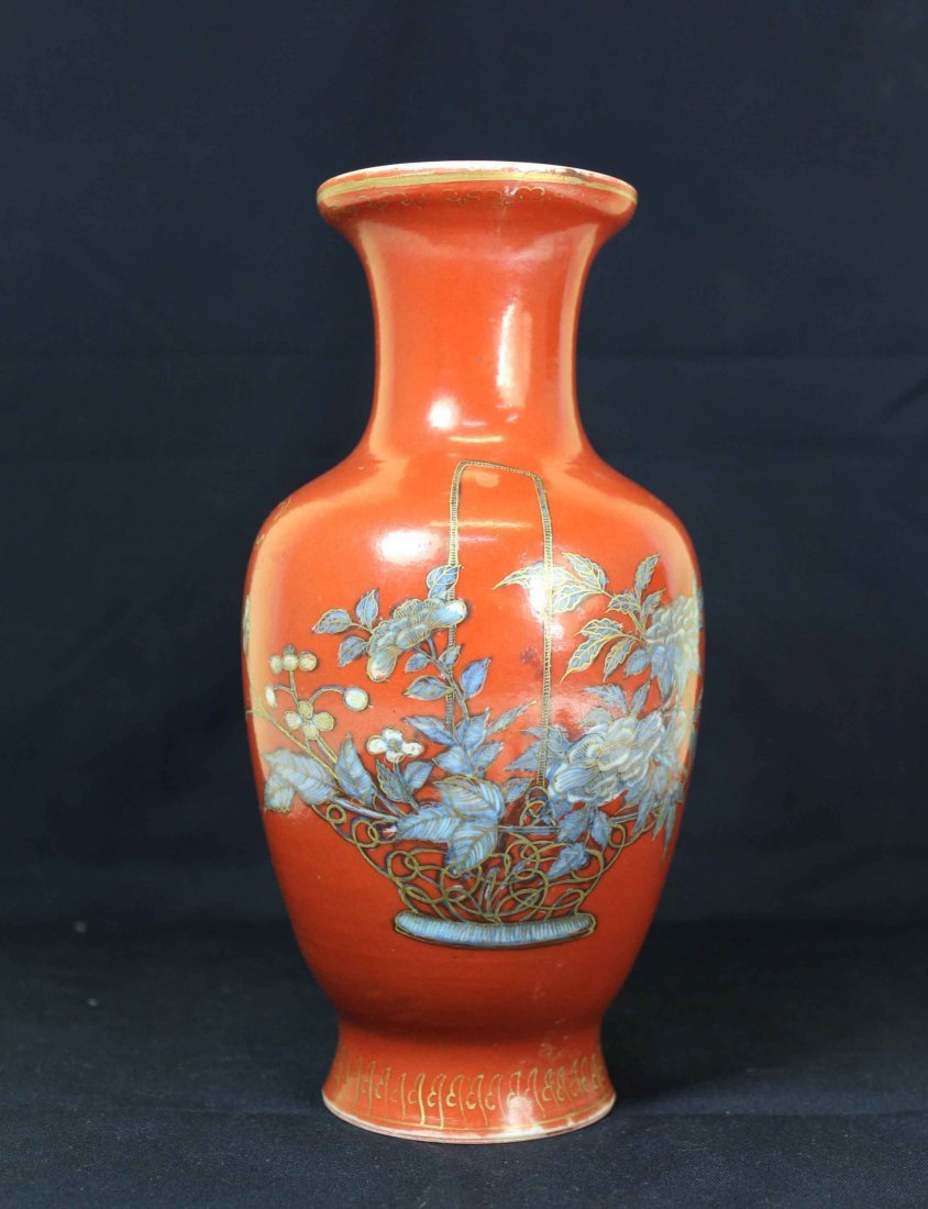 A Chinese Red Porcelain Flower Vase Qing Dynasy