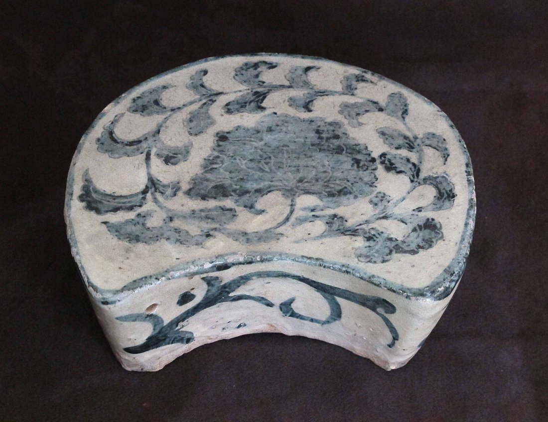 A Chinese 19th Century White&Blue Porcelain Pillow
