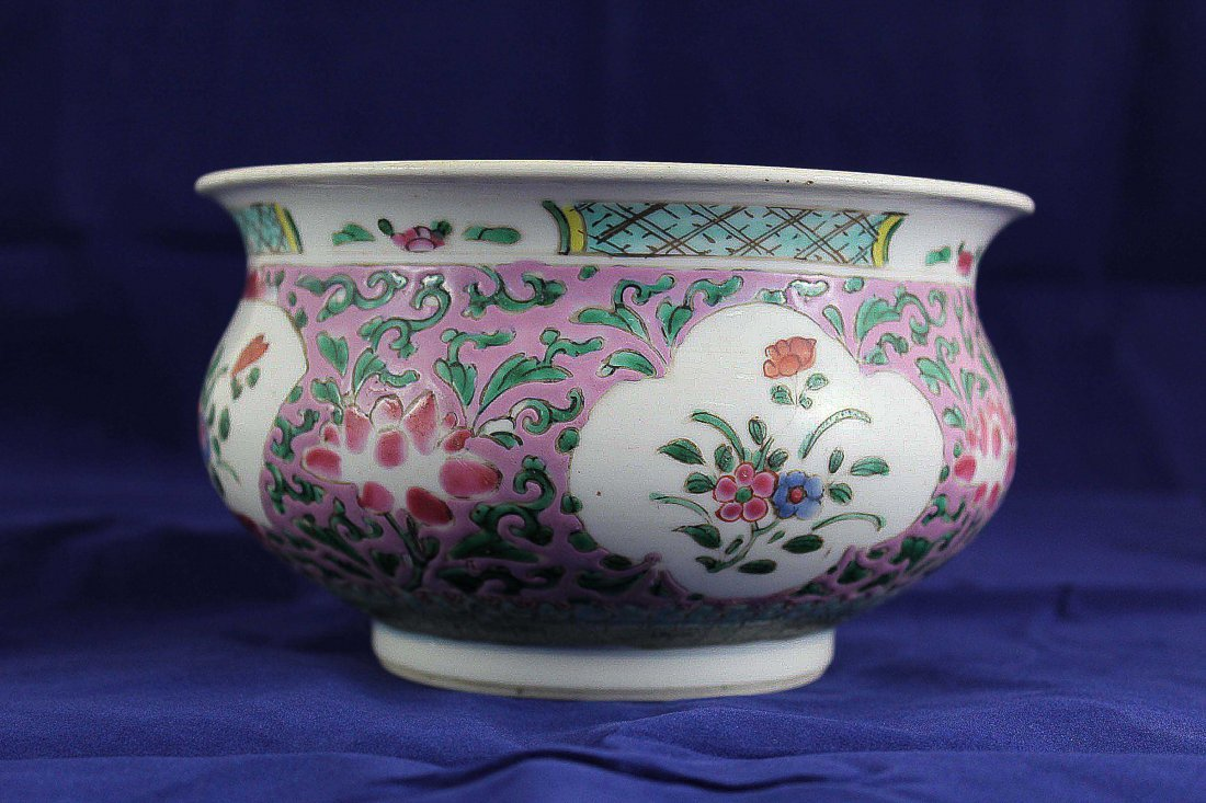 A Chinese 18th Century WUCAI Porcelain Censer