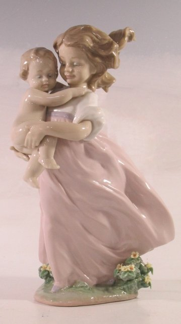 Lladro #6681 Playing Mom with young girl retired in