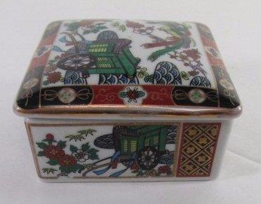 "Vintage Amari Japanese Porcelain Trinket Box 3""in By - 2"