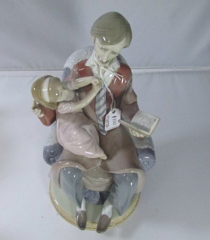 """Lladro Father and Daughter Figurine #5584 9 1/2"""" H by 4 - 4"""