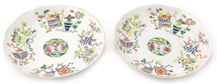 A PAIR OF FAMILLE-ROSE DISHES QING DYNASTY