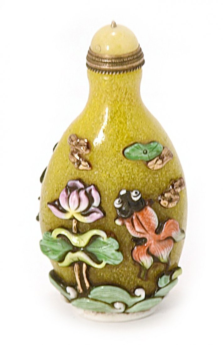 A YELLOW GLASS SNUFF BOTTLE WITH FLORAL CARVING