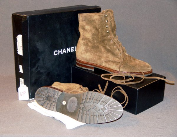 670: NEW CHANEL BOOTS: DARK BROWN SUEDE ANKLE-LENGTH LA