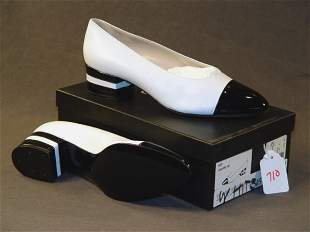 NEW CHANEL SHOES: WHITE LEATHER FLATS WITH BLACK P