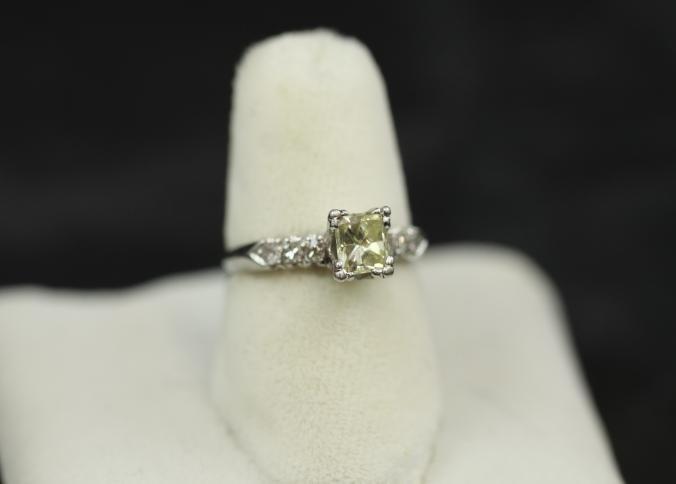 Platinum diamond ring with light yellow approx. 1ct