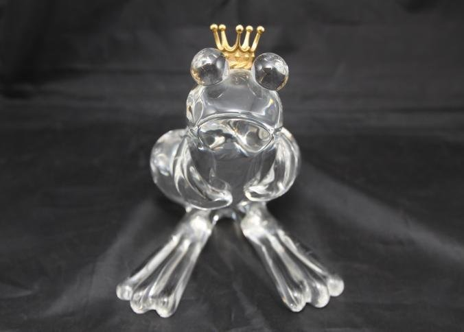 20thC Steuben glass frog wearing a crown