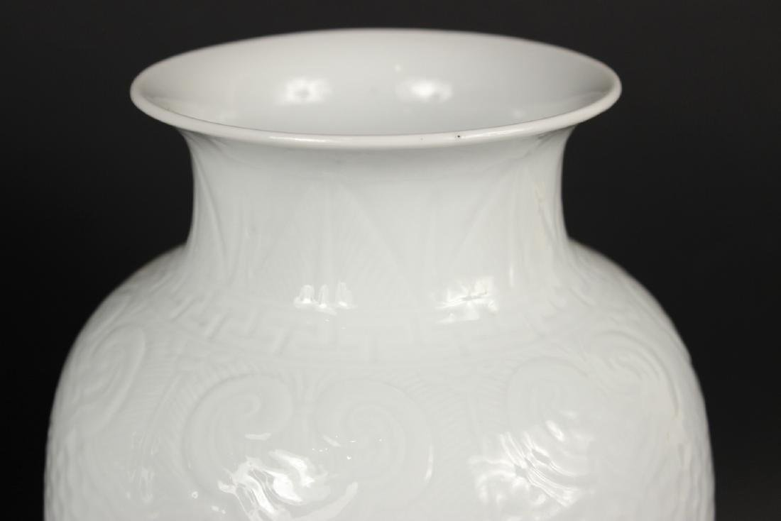 Pair of Chinese White Glazed Cheng Lung Vases - 3