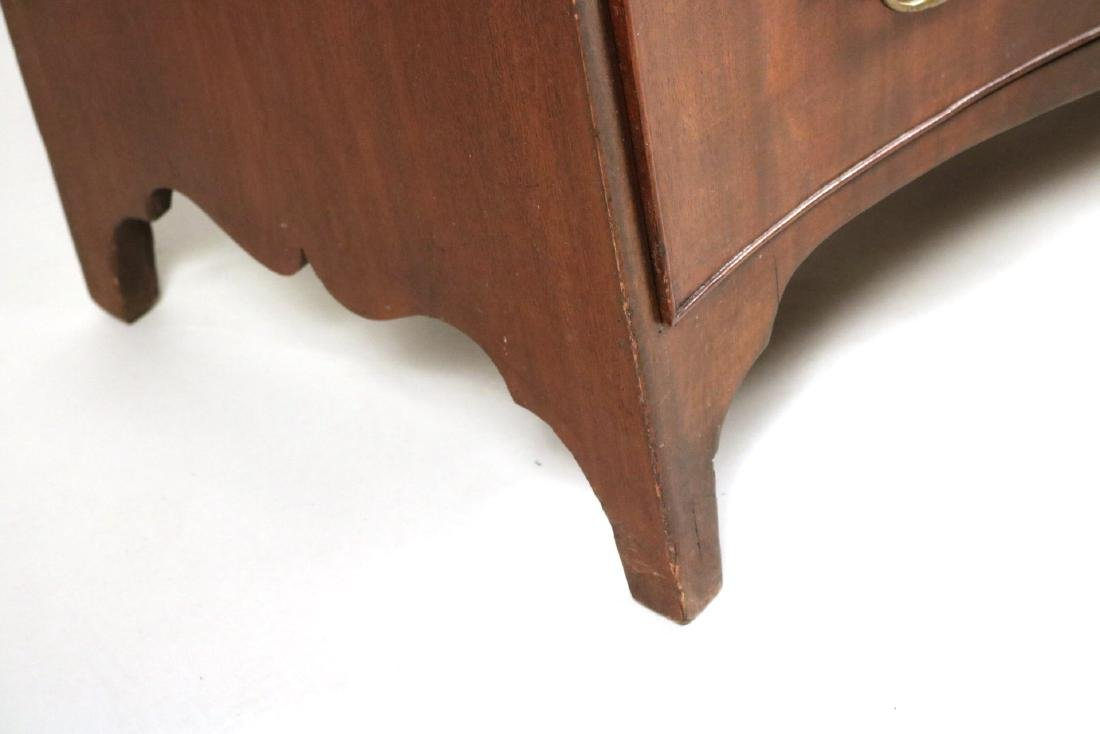 George III Mahogany Serpentine Chest of Drawers - 2