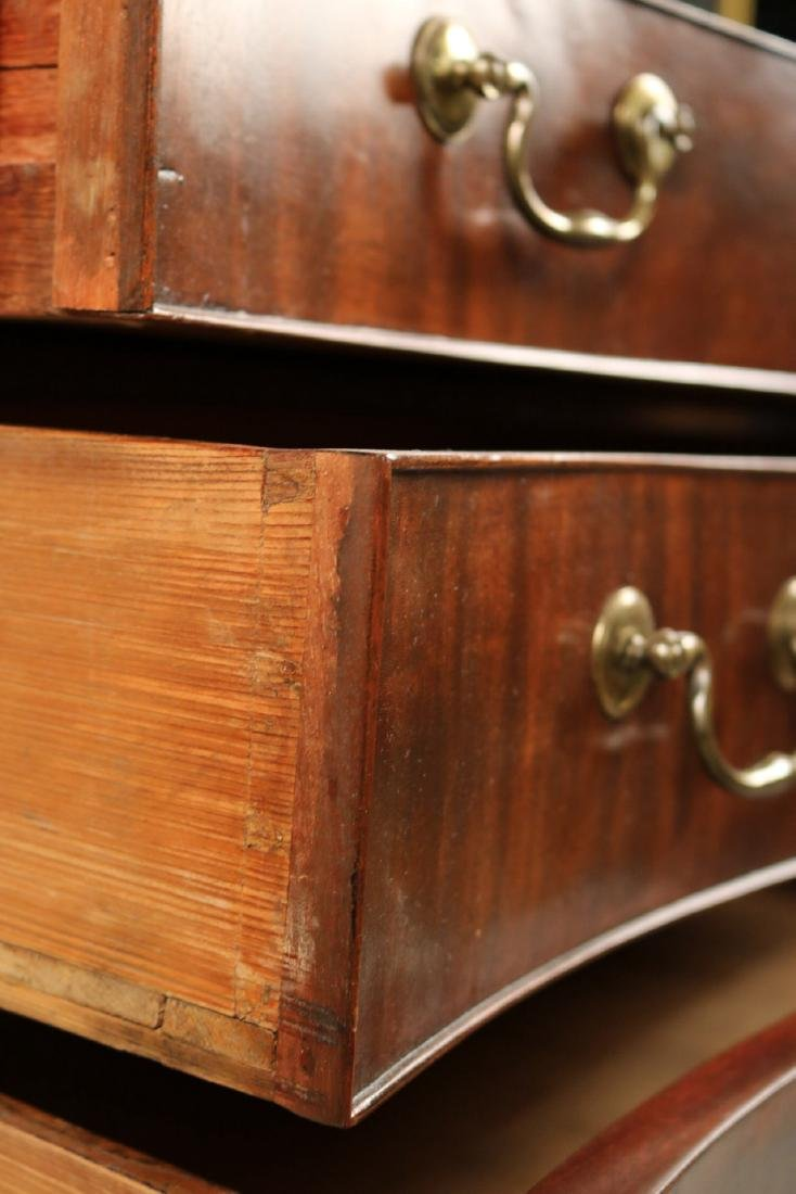 George III Mahogany Serpentine Chest of Drawers - 6