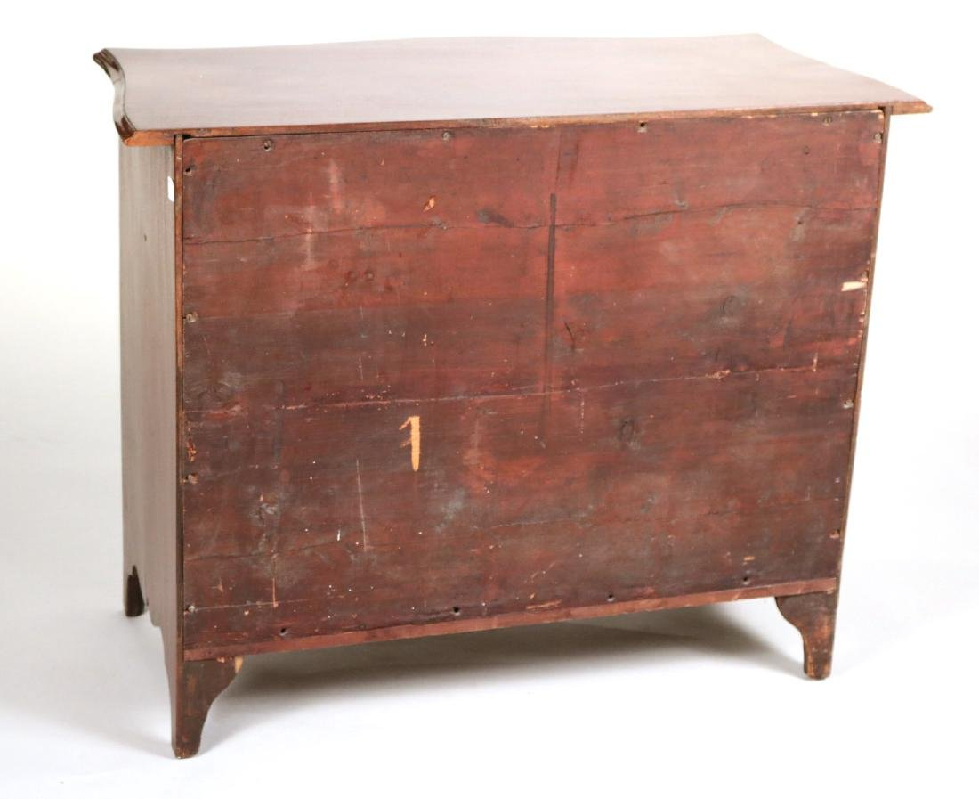 George III Mahogany Serpentine Chest of Drawers - 8