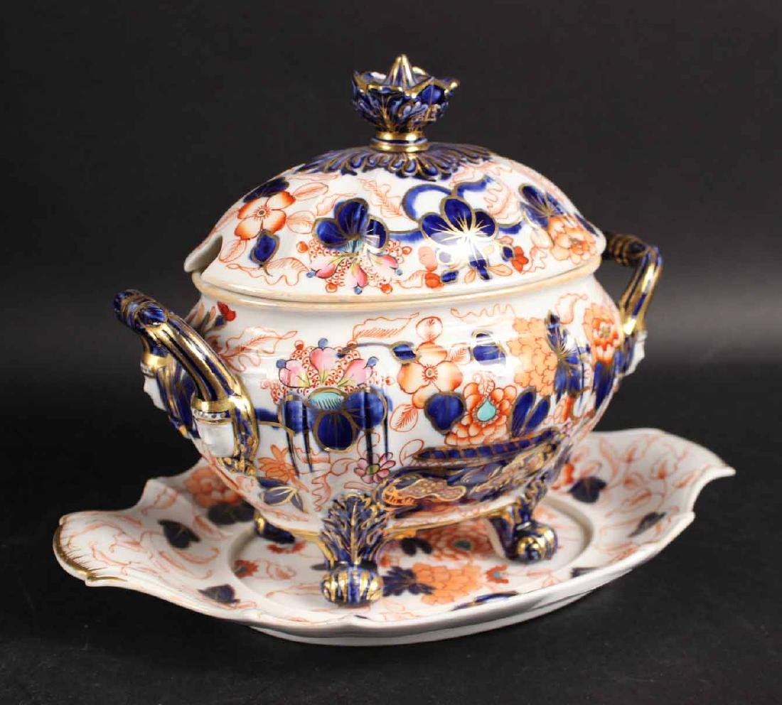Group of Imari Porcelain Table Articles - 6