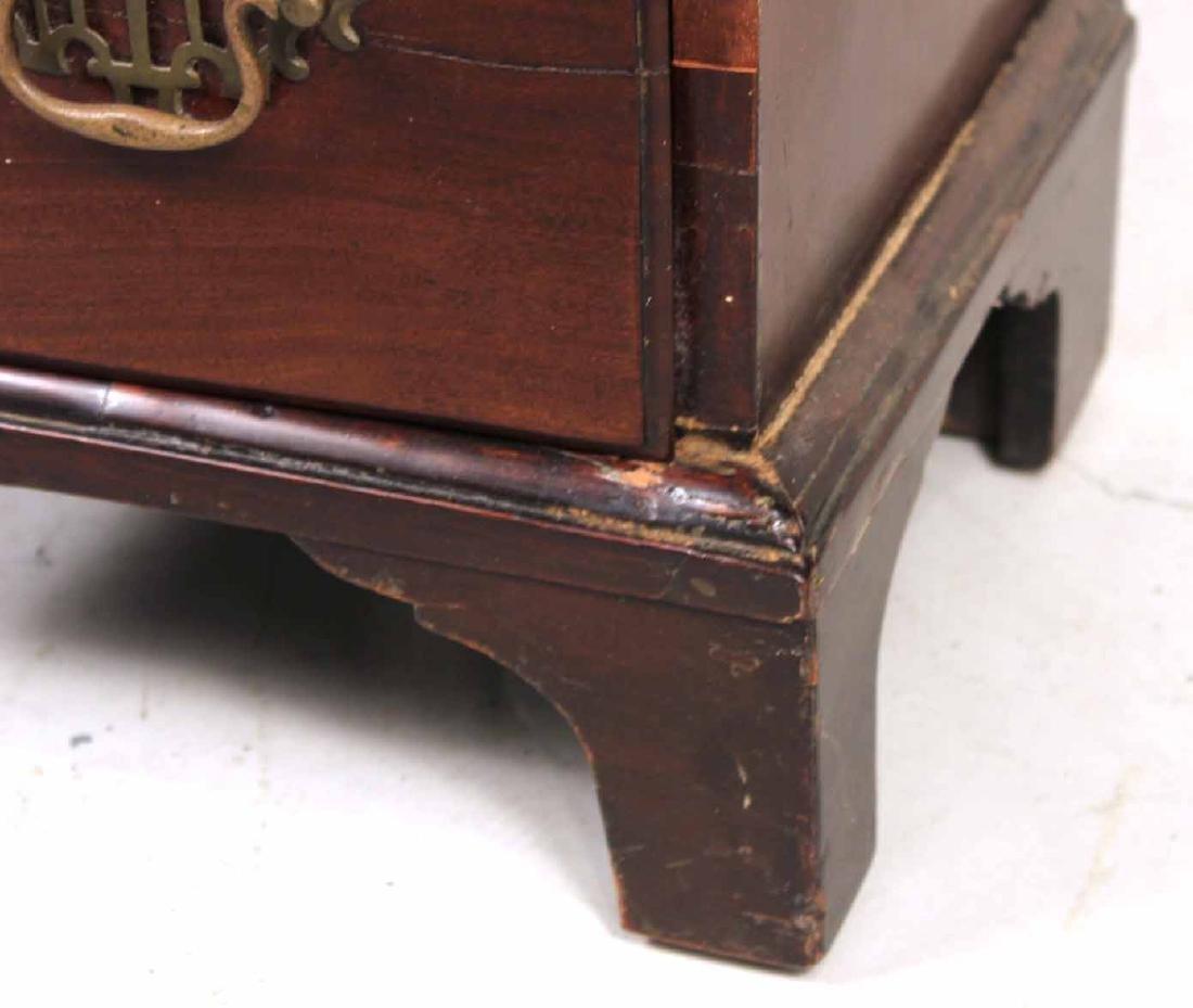 George III Mahogany Kneehole Dressing Table - 2