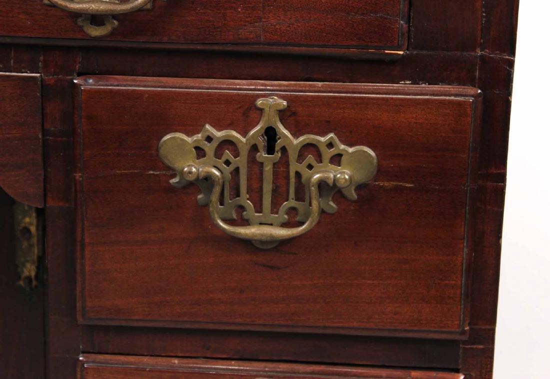 George III Mahogany Kneehole Dressing Table - 3