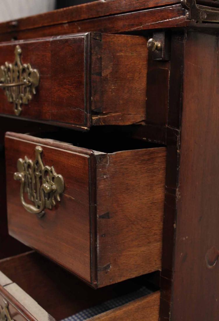 George III Mahogany Kneehole Dressing Table - 4