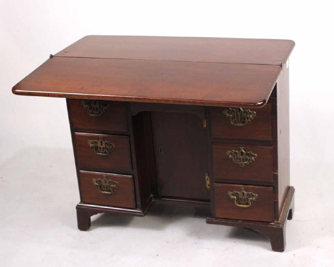 George III Mahogany Kneehole Dressing Table - 6