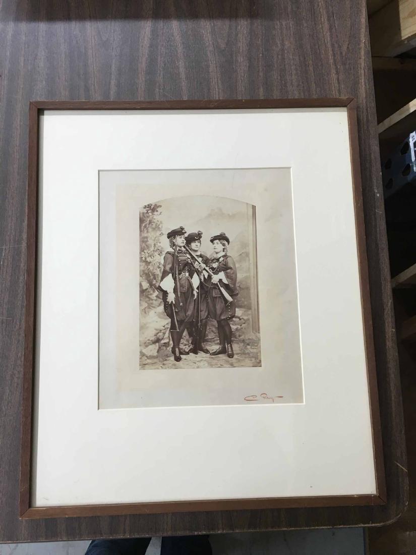 PHOTO PRINT THREE WOMAN IN MILITARY UNIFORMS