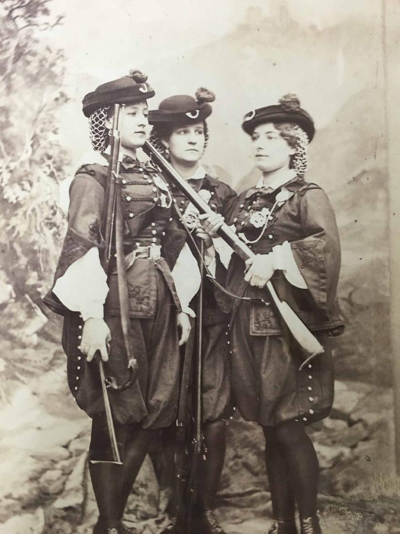 PHOTO PRINT THREE WOMAN IN MILITARY UNIFORMS - 2