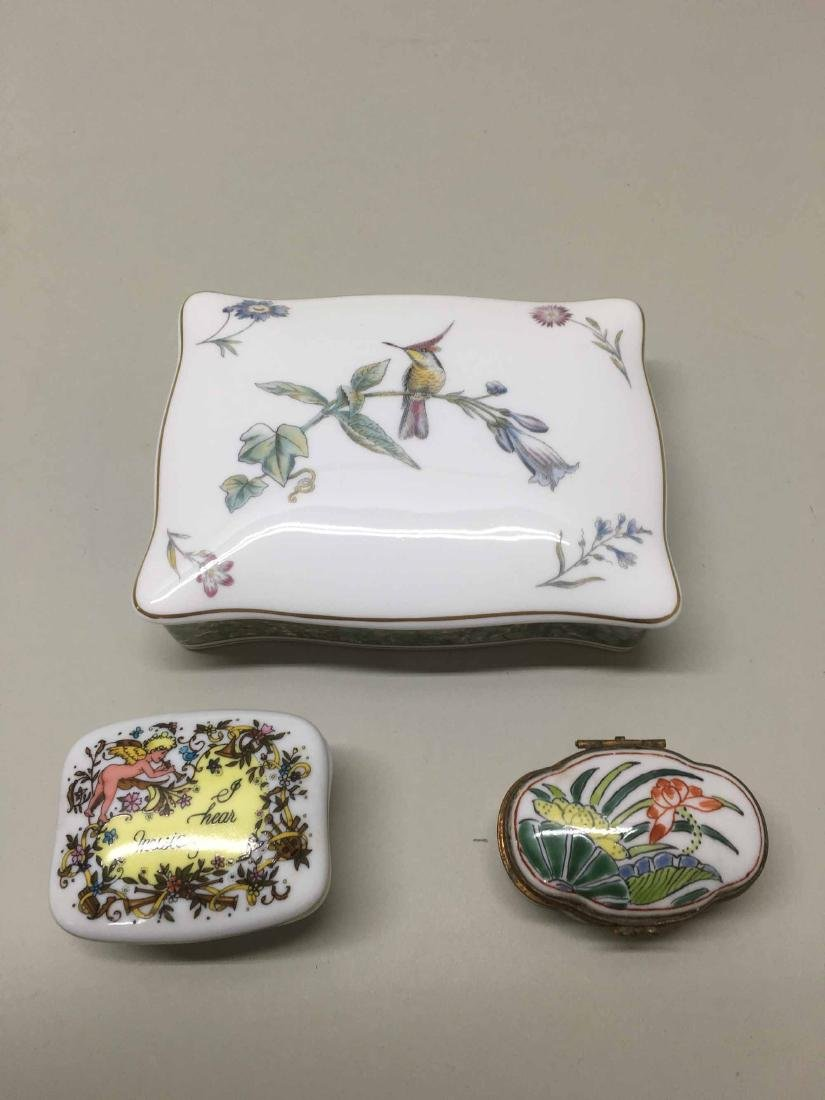 WEDGWOOD COVERED HUMMINGBIRDS CARD BOX