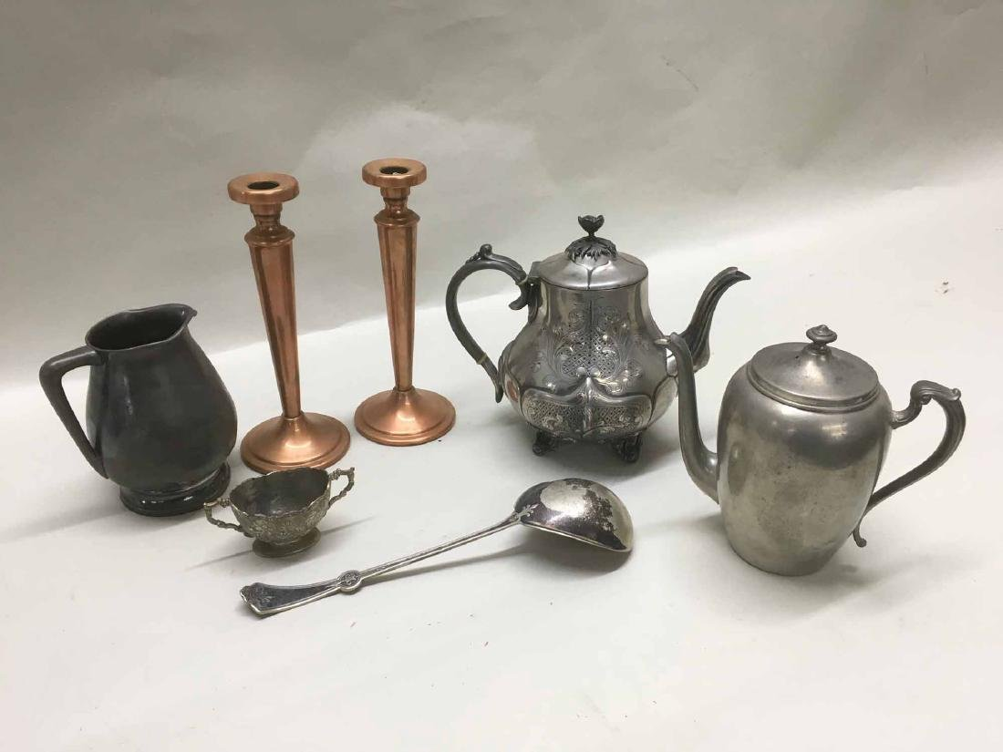 GROUP OF ASSORTED METALWARE TABLE ARTICLES