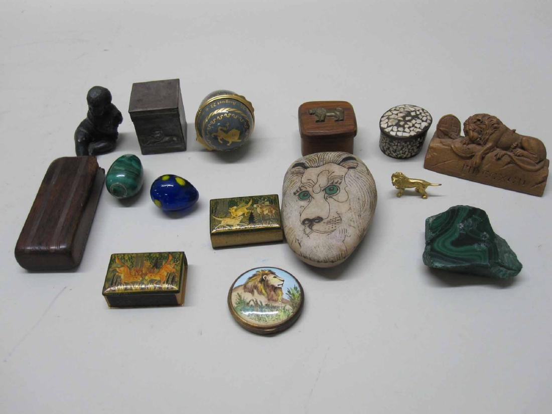 ASSORTED GROUP OF DECORATIVE TABLE ARTICLES