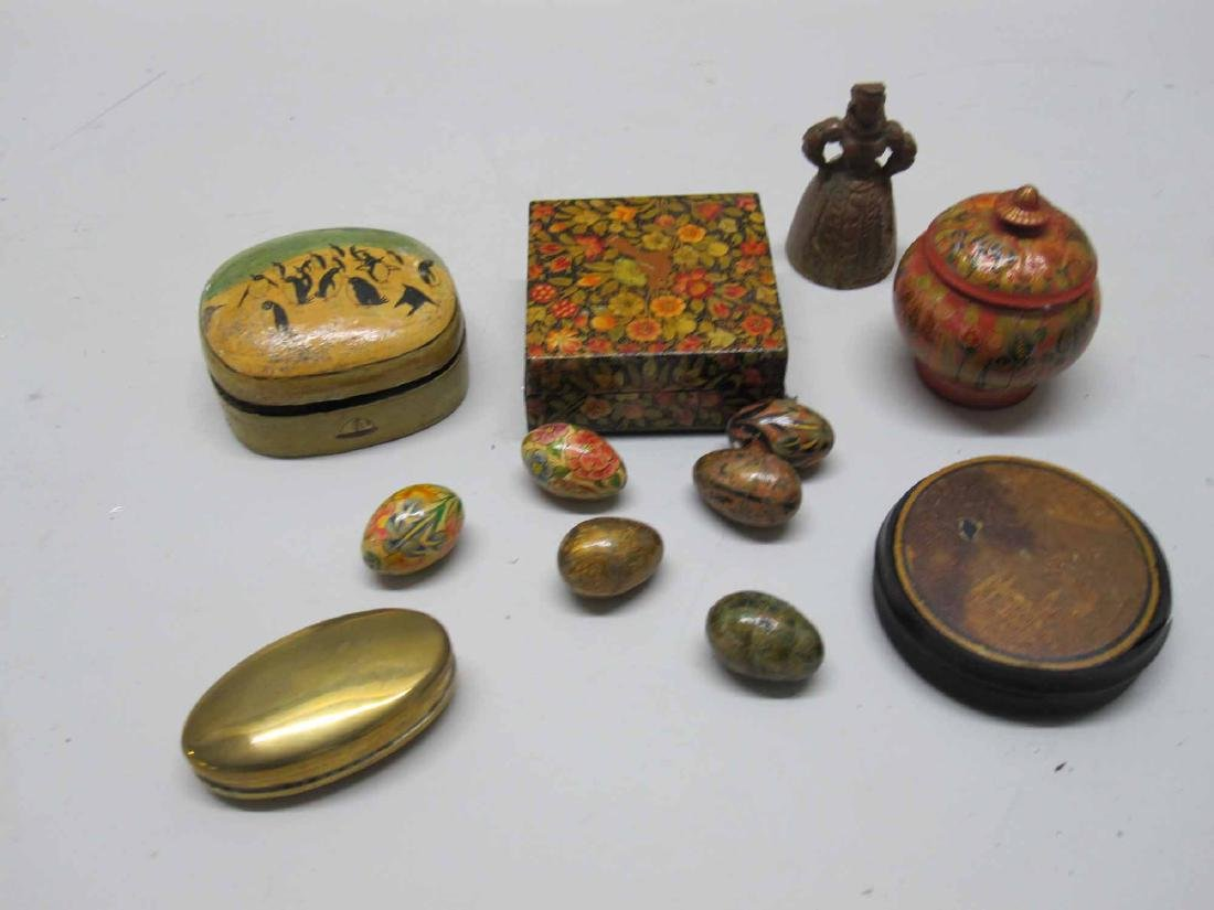 GROUP OF PAINTED DECORATED BOXES AND EGGS
