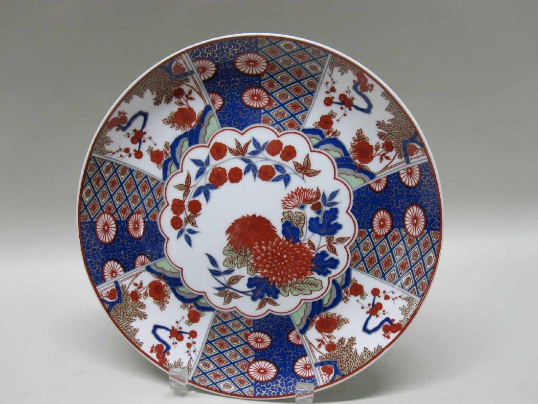 SET OF EIGHT ORIENTAL STYLE PLATES