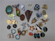 GROUP OF ASSORTED JEWELRY BROOCHES AND EARRINGS