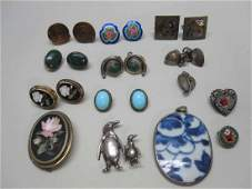 GROUP OF ASSORTED JEWELRY EARRINGS