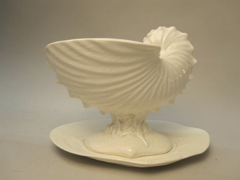 WEDGWOOD NAUTILUS SHELL TUREEN AND UNDERPLATE