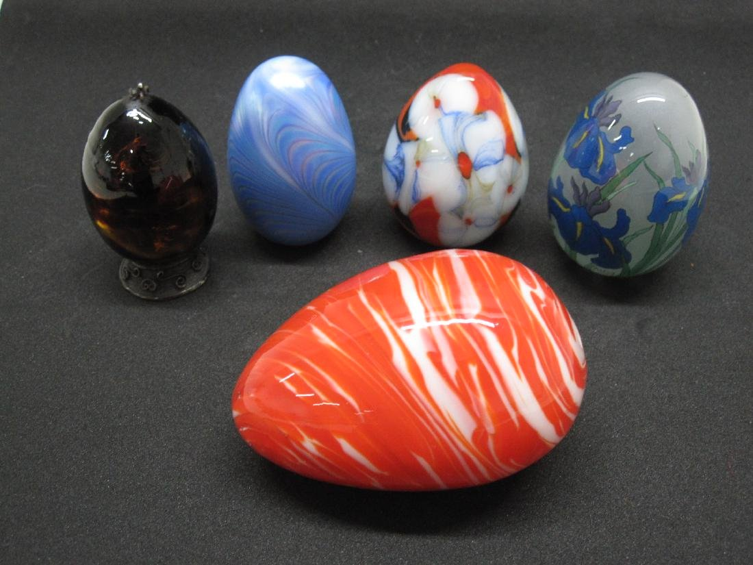 GROUP OF FIVE ASSORTED GLASS EGGS