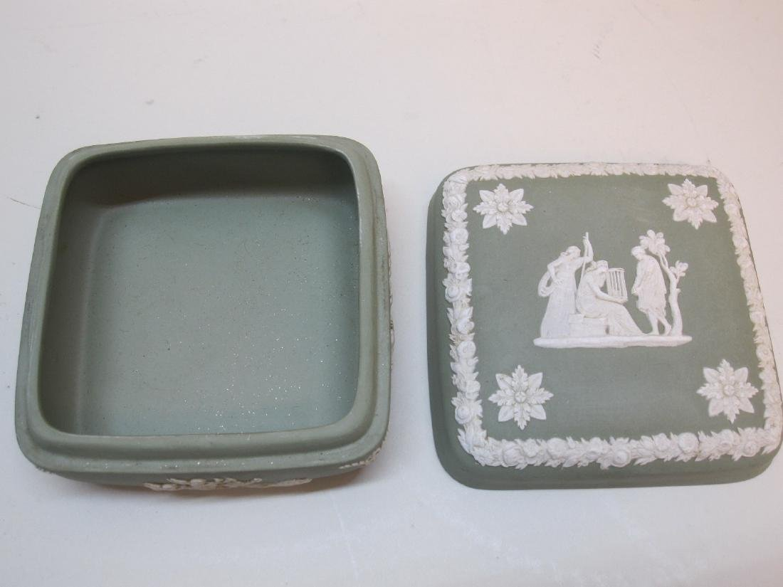 4 PIECES OF ASSORTED WEDGWOOD JASPERWARE - 3