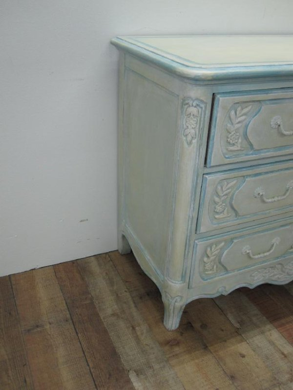 FRENCH PROVINCIAL CHEST OF DRAWERS - 2