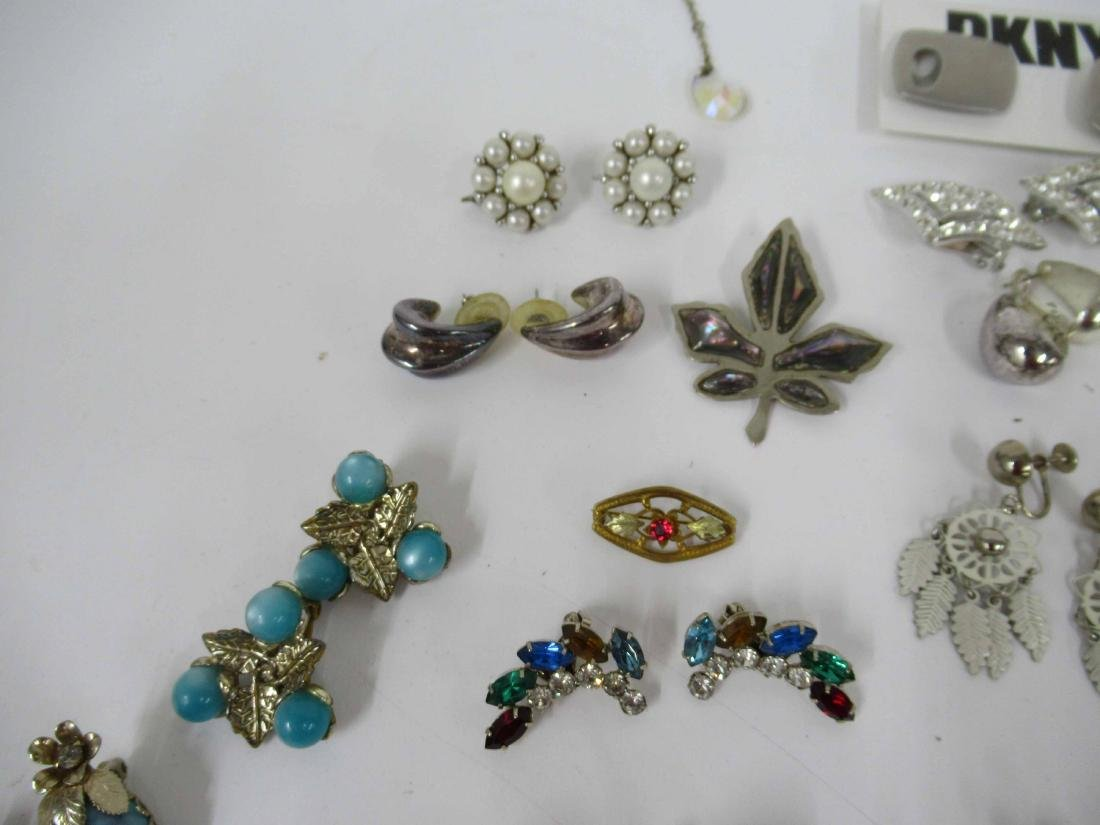 Group of assorted costume jewelry - 10