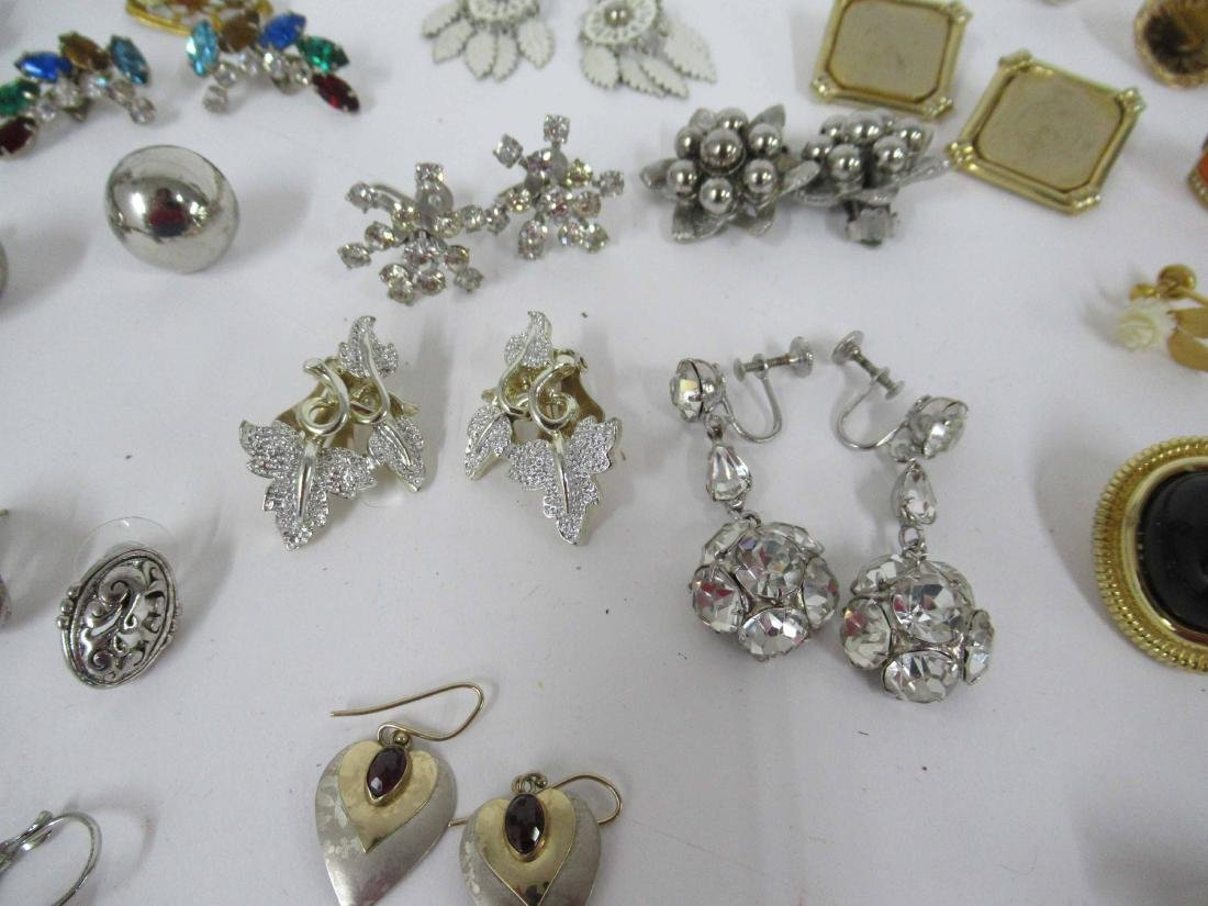 Group of assorted costume jewelry - 7