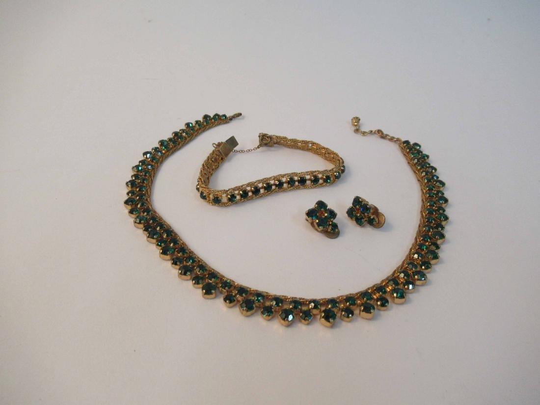Group of assorted ladies costume jewelry