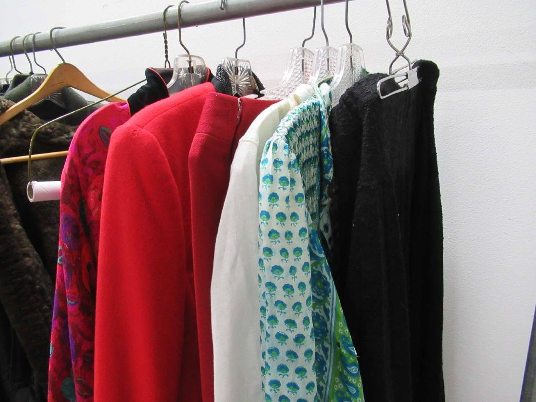 Group of assorted vintage clothing - 3