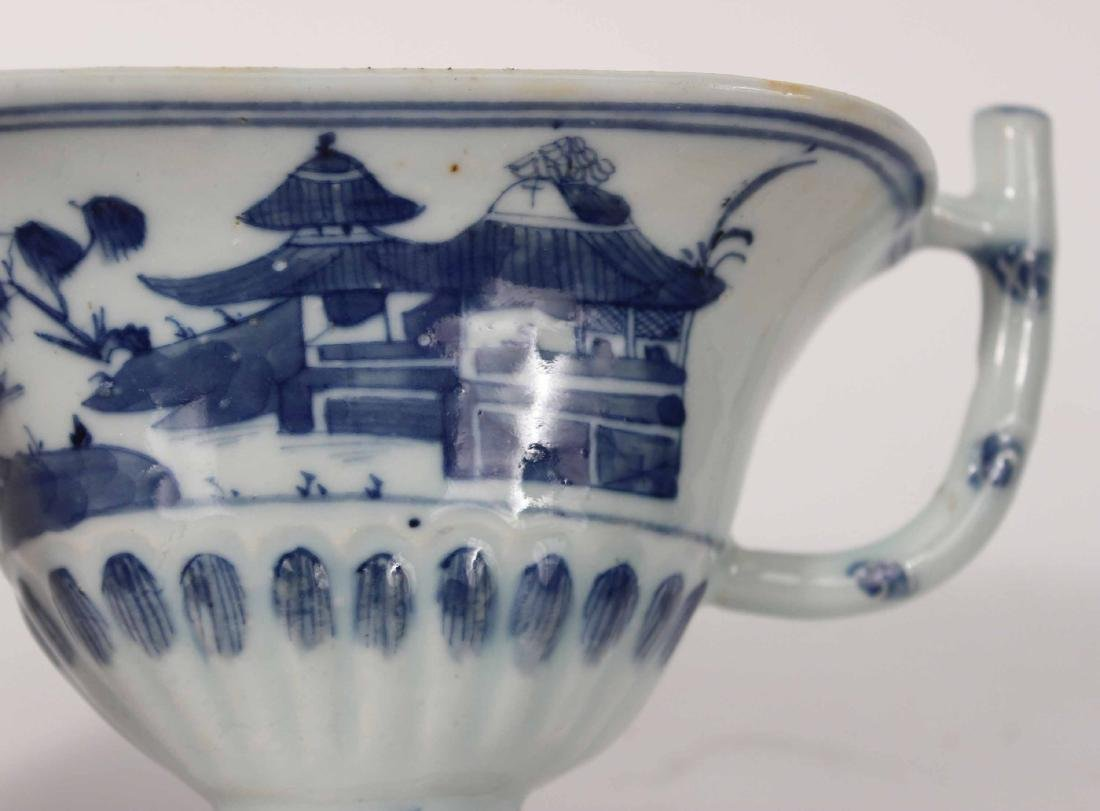 Chinese Export Blue and White Glazed Sauce Boat - 2
