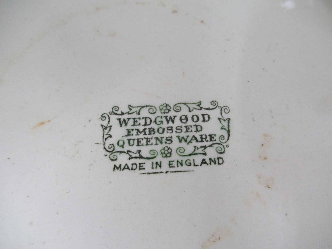 Three Wedgwood Queensware Articles - 4
