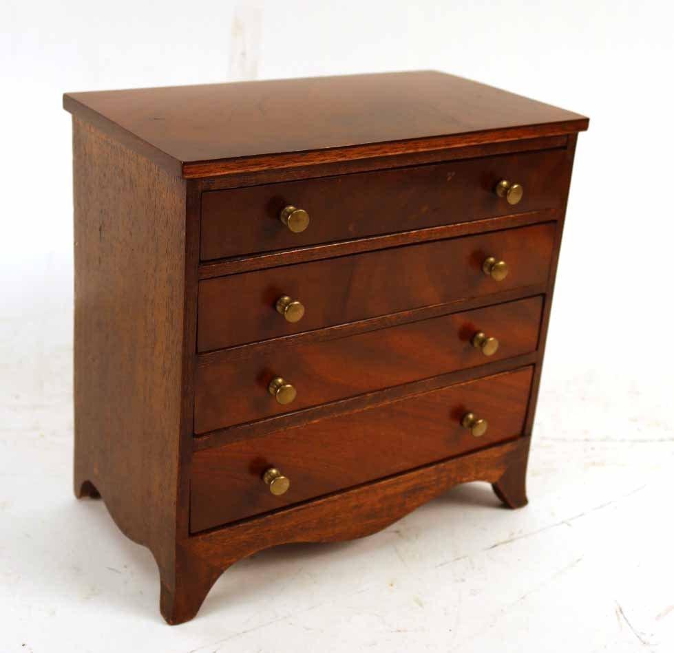 Four Diminutive Pieces of Furniture - 7