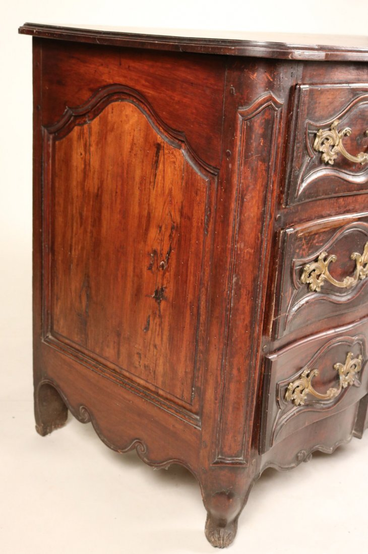 Provincial Louis XV Walnut Chest of Drawers - 2