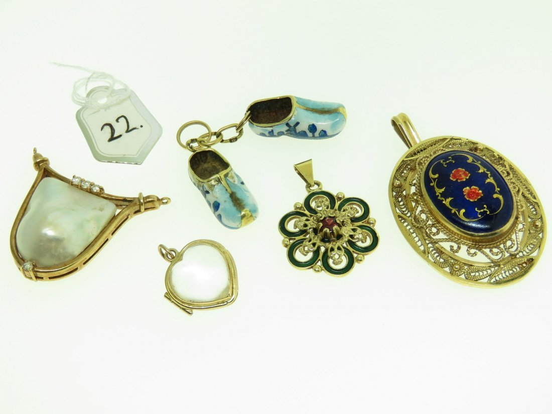 LOT OF 5 VINTAGE JEWELRY PENDANTS INCLUDING DUTCH SHOES