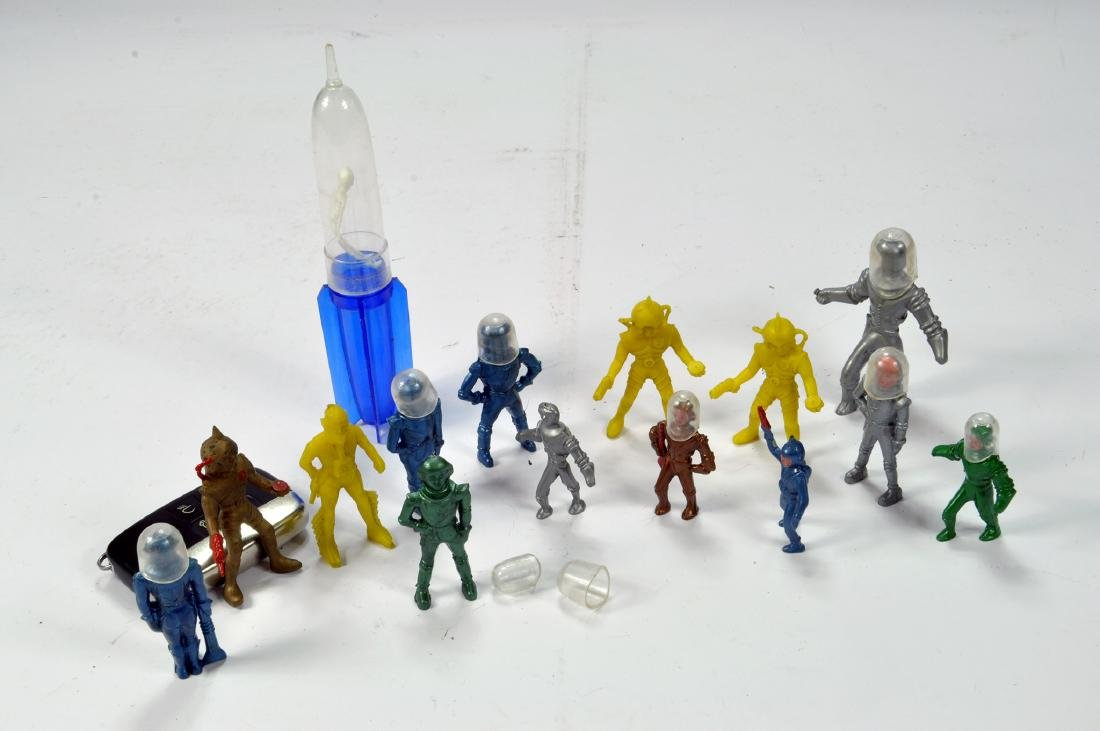 An incredibly interesting group of Metal / Plastic