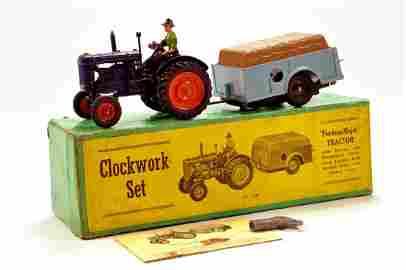 Britains 1/32 Farm Issue Comprising No. 139F Fordson